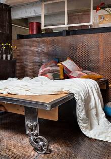 Дизайн спальни в стиле лофт: грубая утонченность