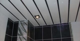 Материалы для потолков в ванной