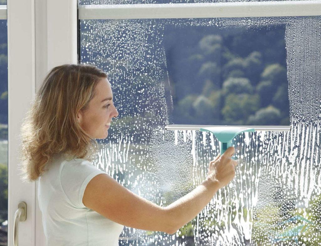 Как мыть окна на высоких этажах со стороны улицы