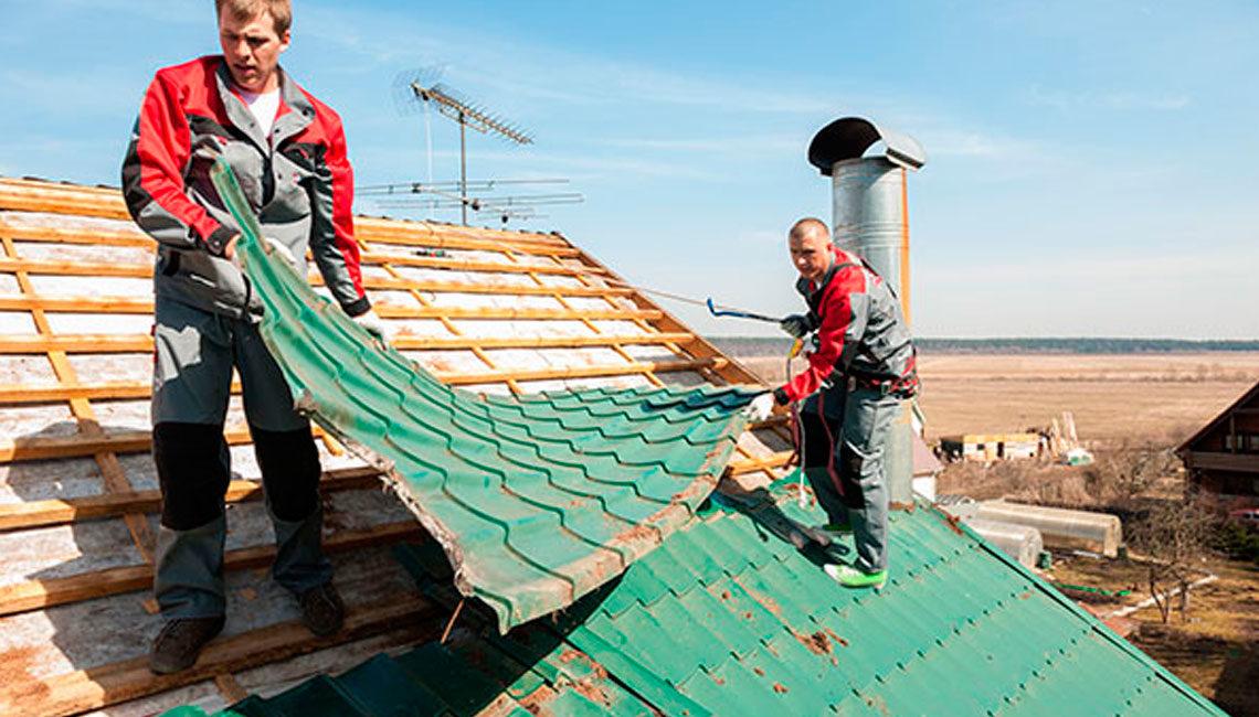 Особенности ремонта крыш различных типов на даче своими руками