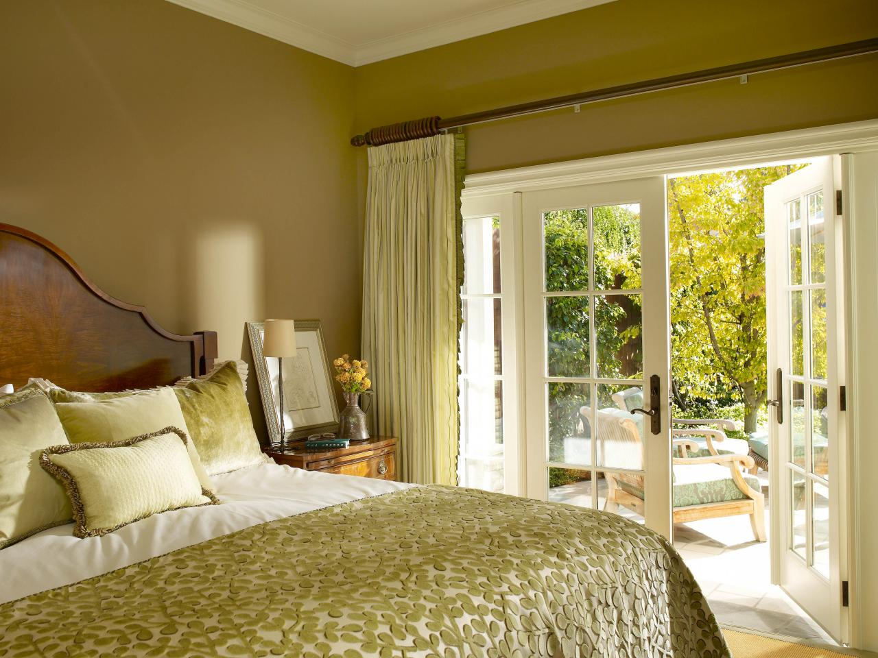 Спальня для отдыха или работы: синий и его оттенки