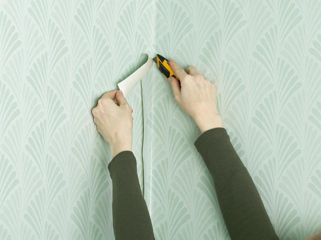 Как клеить виниловые обои своими руками: инструменты, клей, подготовка стен, пошаговый мастер-класс