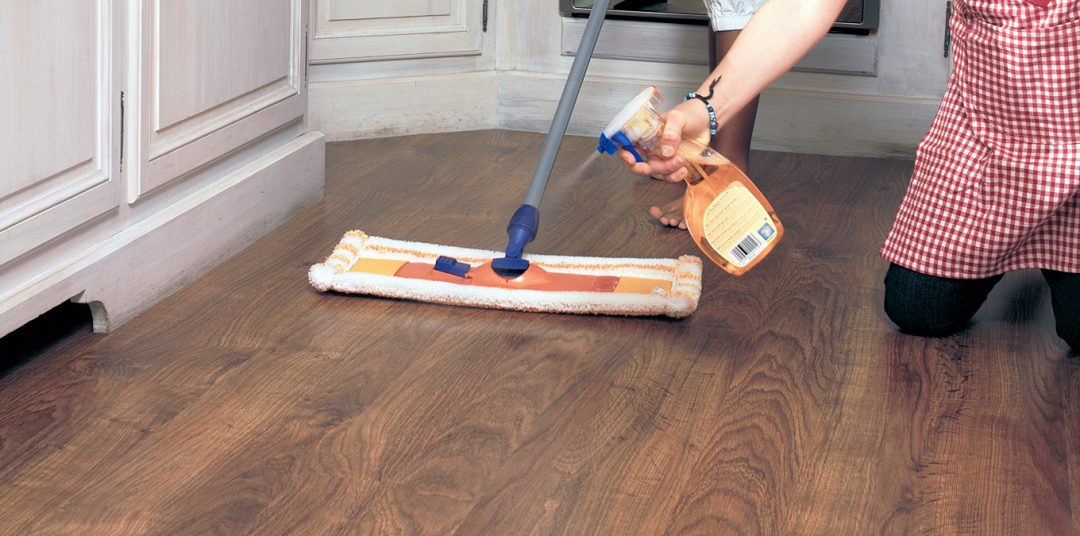 Как мыть ламинат в домашних условиях без разводов: советы с видео