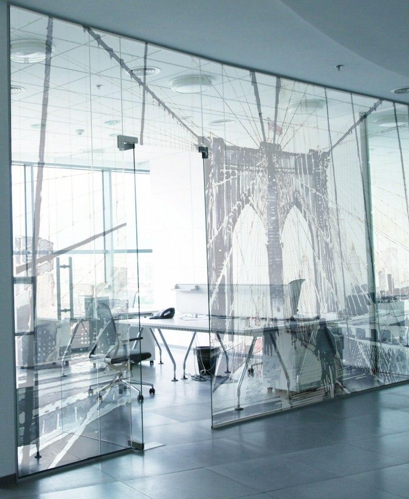 Декоративное стекло и дизайн стен