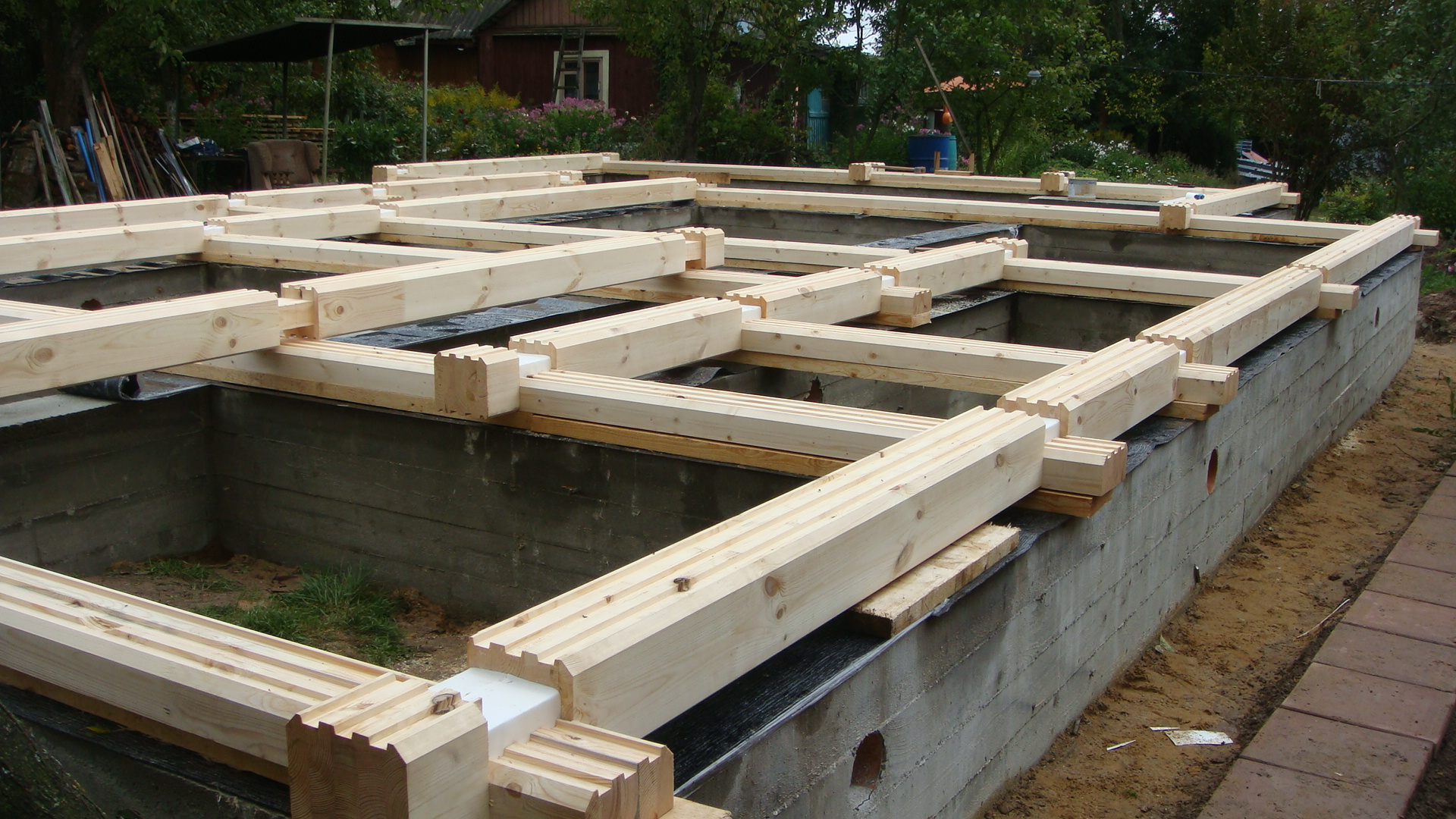 Выбор лучшего фундамента под дом из бруса