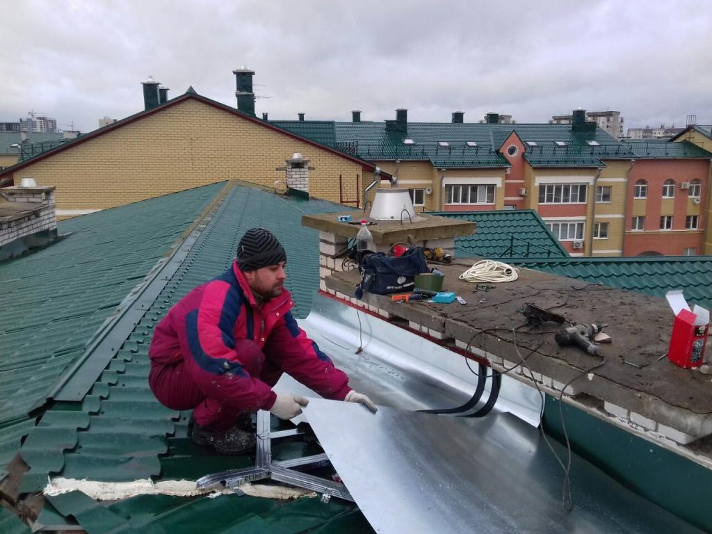 Реконструкция крыши: замена кровли частного и дачного дома своими руками, переделка конструкции в деревянном доме