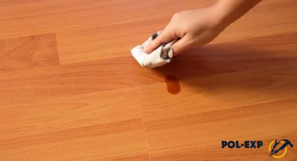 Уход за ламинатом: как правильно мыть, чем удалять пятна, какие средства можно и нельзя использовать, как удалить царапины, избавиться от скрипа