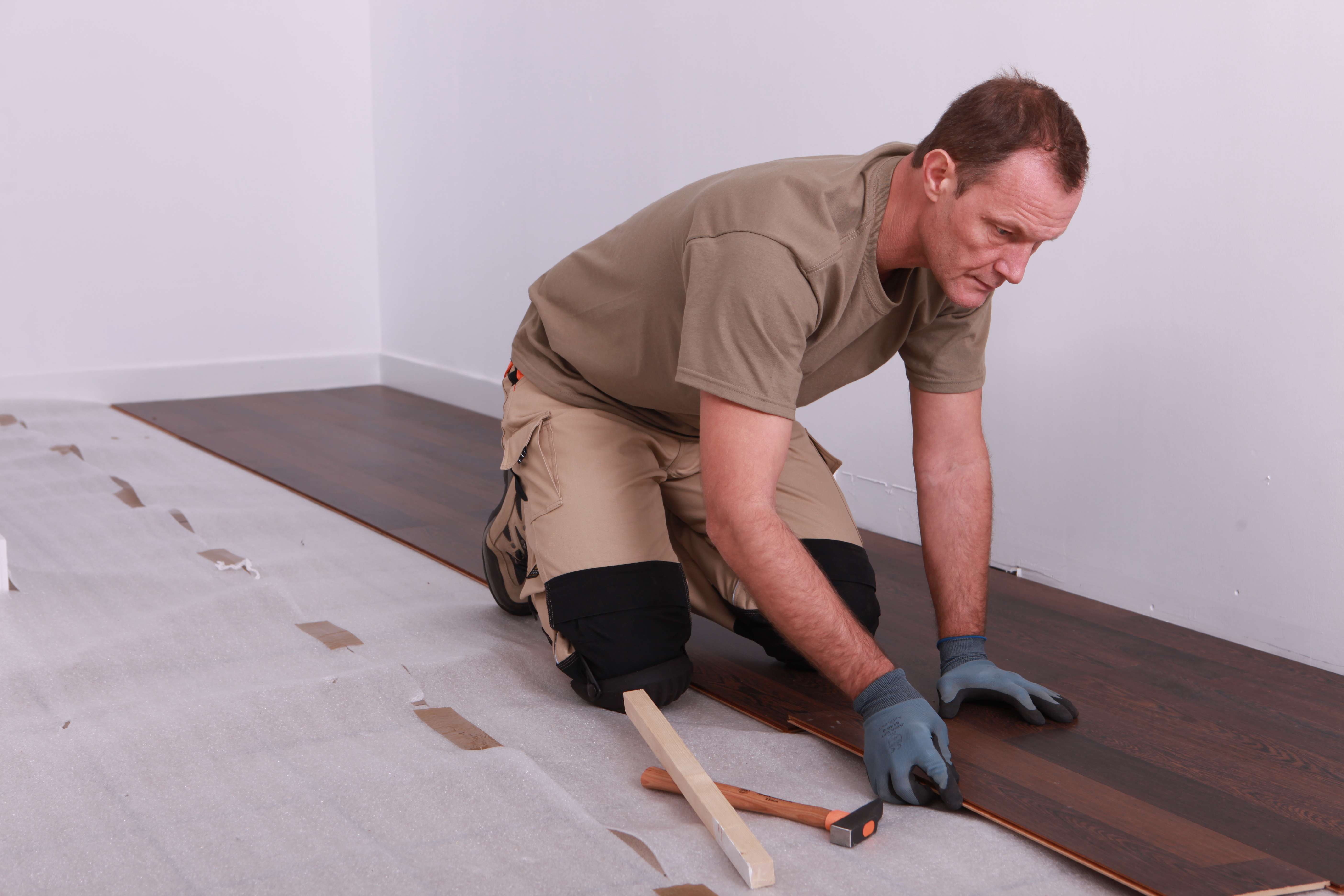 Ремонт ламината – как своими руками избавиться от пятен, царапин, сколов и разбухших панелей.
