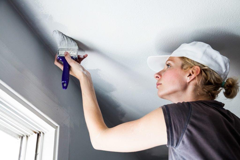 Побелка потолка своими руками - выбираем материал готовим его и наносим