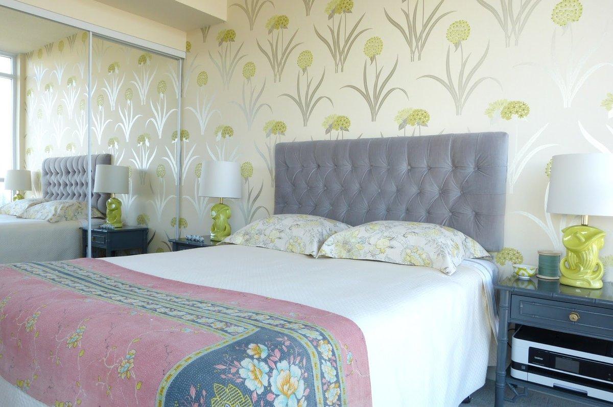 Уютный дизайн для маленьких комнат: фото обоев для спальни в интерьере небольших размеров