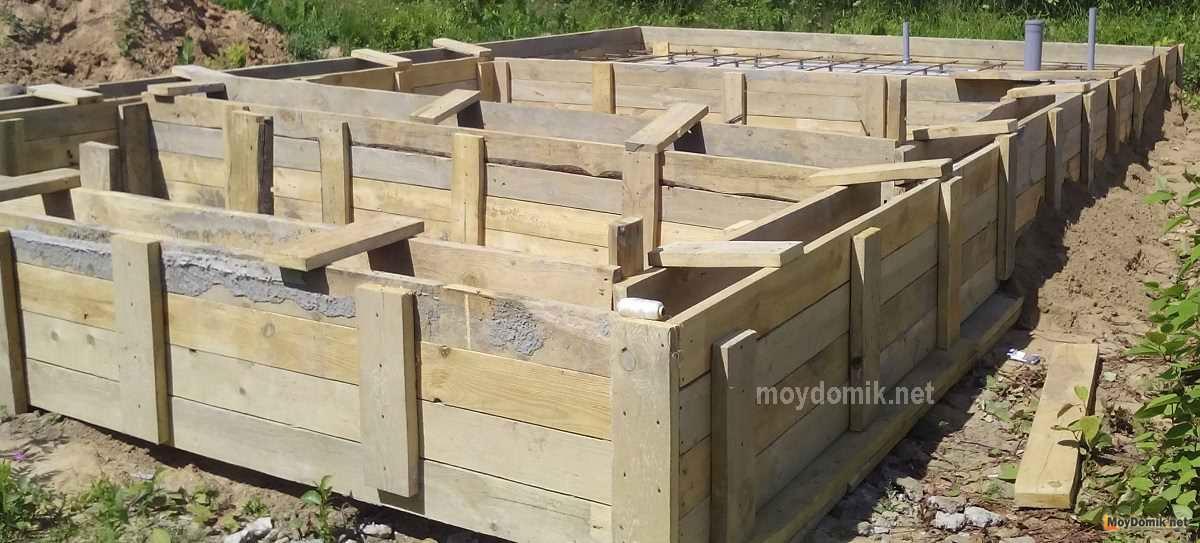 Фундамент под деревянный дом: какой лучше выбрать?