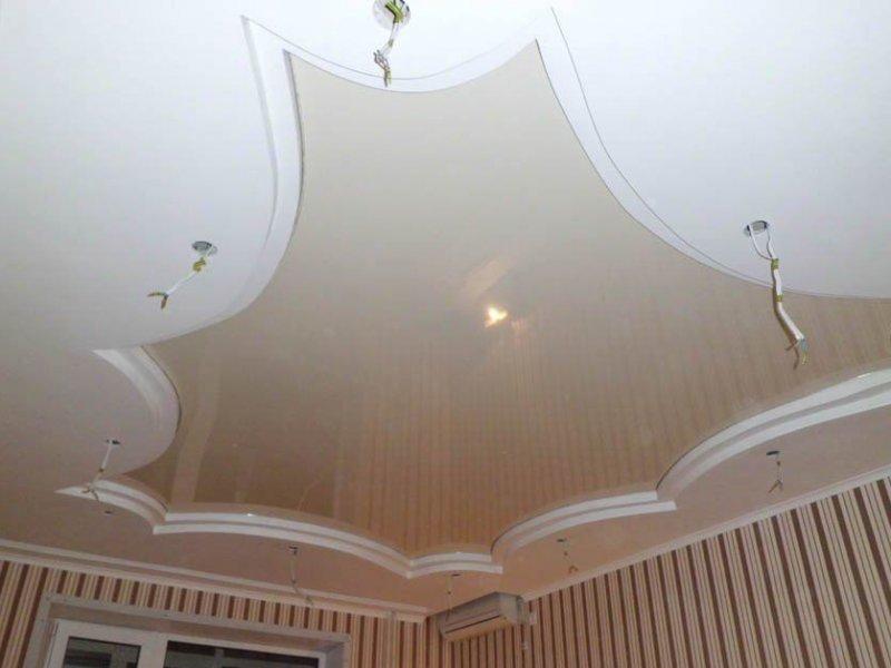 Как делают натяжные потолки: плюсы и минусы конструкций