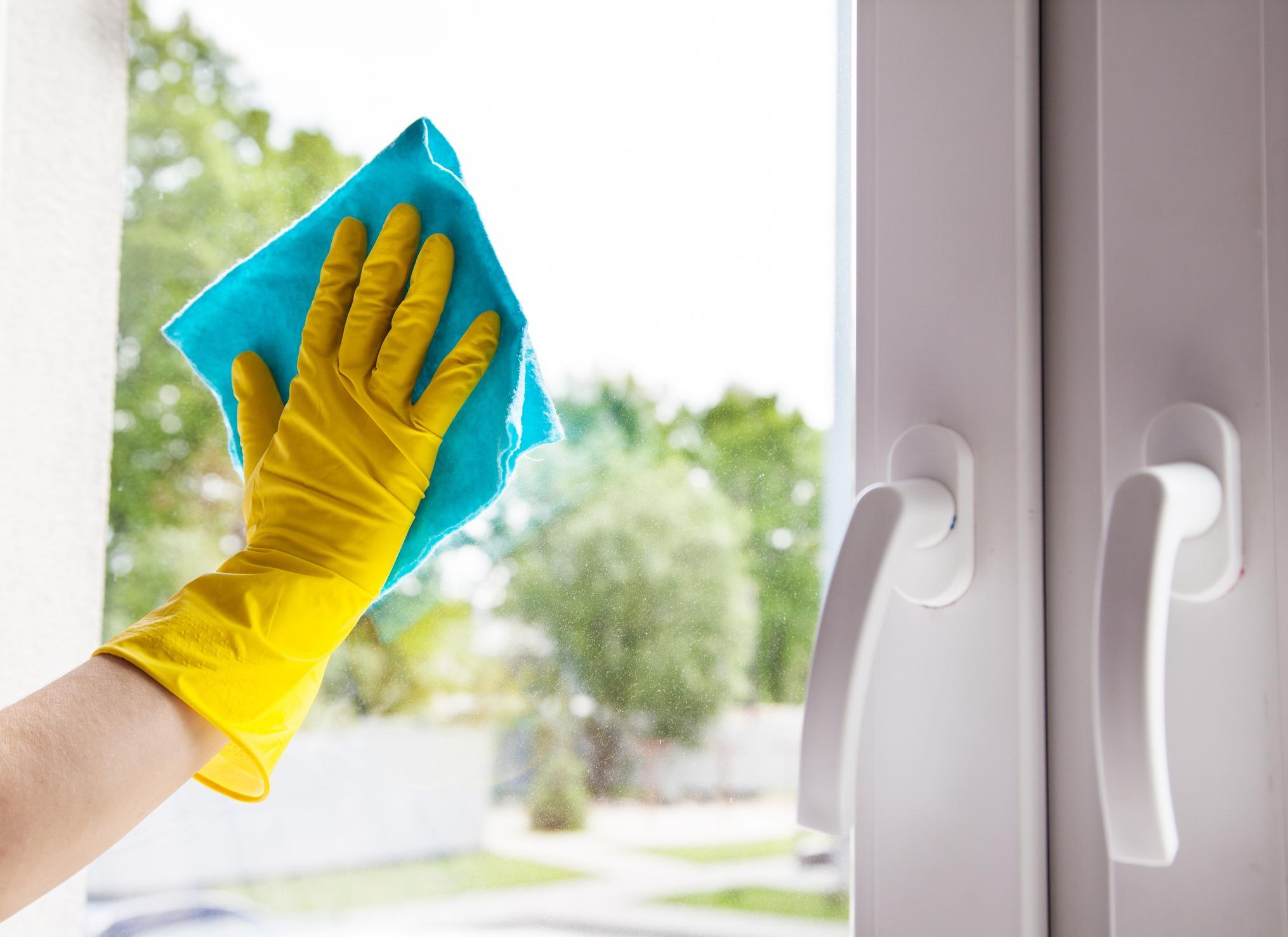 Как правильно мыть пластиковые окна и подоконник