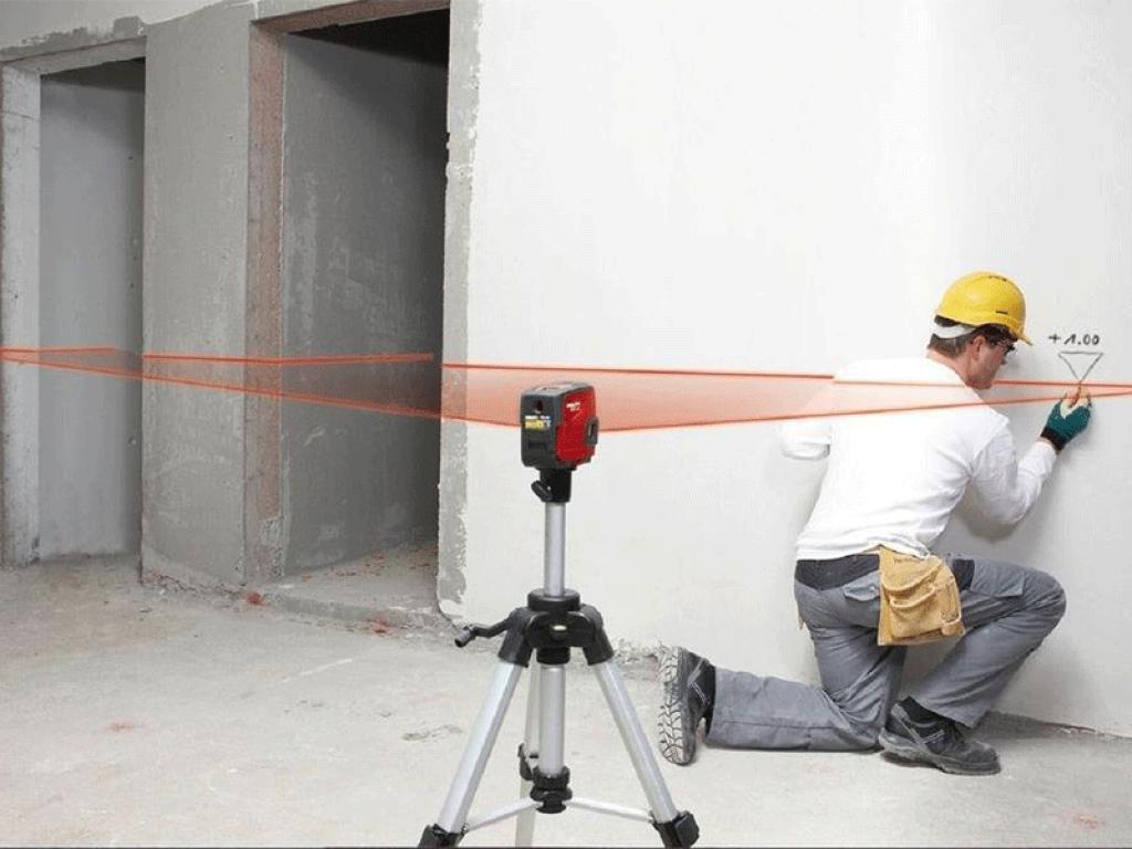 Как првильно пользоваться лазерным уровнем для выравнивания стен, пола, потолка — детальный взгляд на вопрос