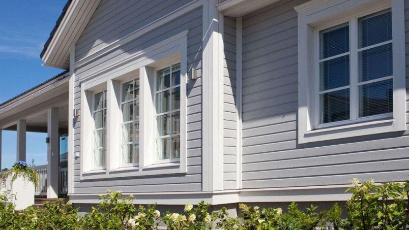Чем покрасить деревянный дом снаружи чтобы он не выгорал на солнце