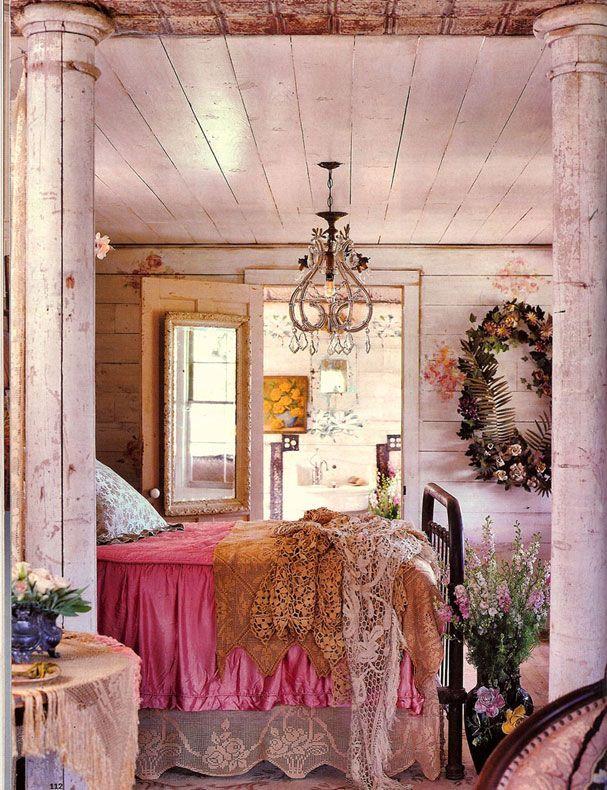 Шебби-шик: история создания и особенности стиля, как правильно выполнить отделку, как подобрать мебель и декор для интерьера, примеры готовых решений на фото