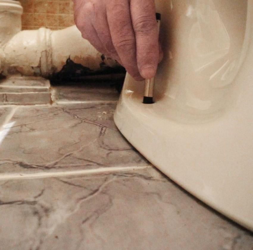 Как установить унитаз в частном доме на деревянный пол: способы монтажа и правильная установка своими руками