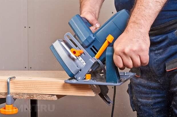 Что выбрать лучше: лобзик или циркулярную пилу для домашнего пользования? какие отличия и сходства работы с инструментом?