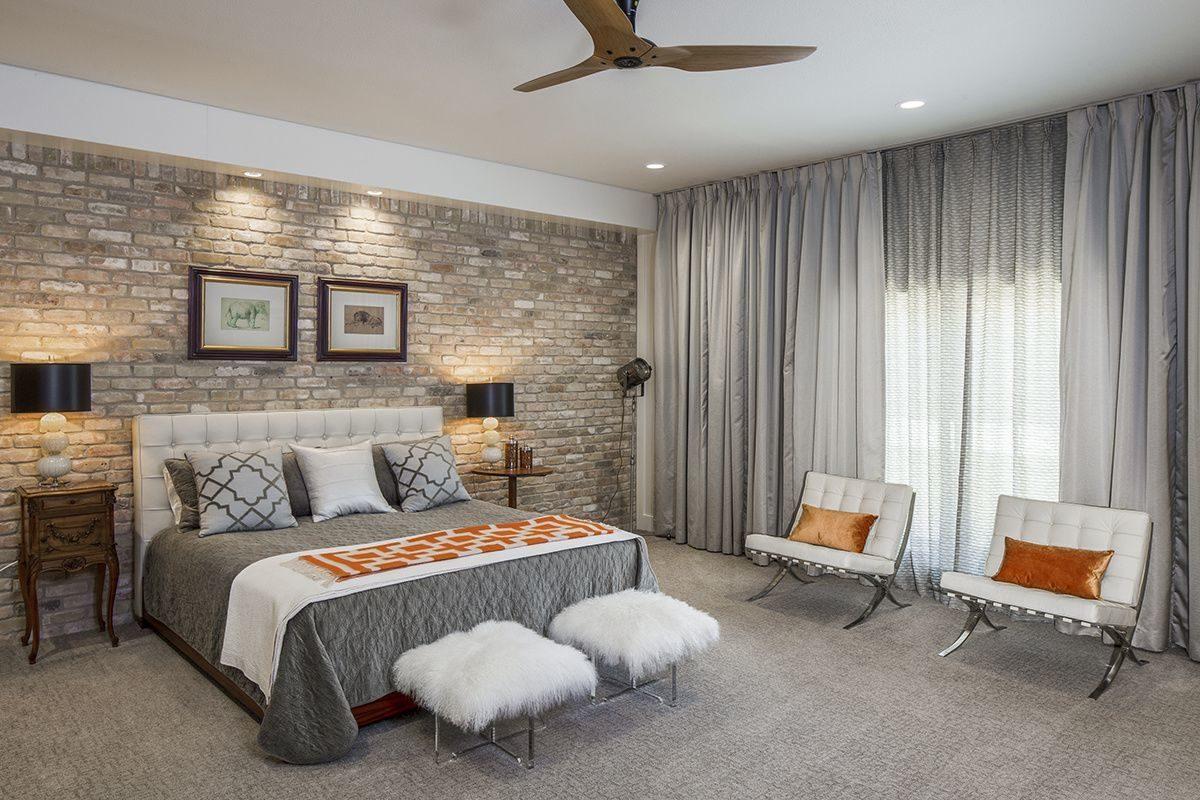 Интерьер гостиной с кирпичным декором - выбор вида и стиля отделки, фото идеи