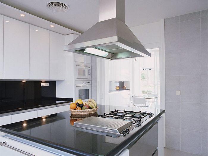 Как выбрать вытяжку на кухню: советы профессионалов