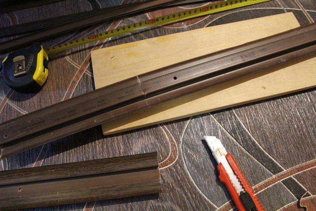 Установка напольных плинтусов своими руками: пластиковых, деревянных, мдф