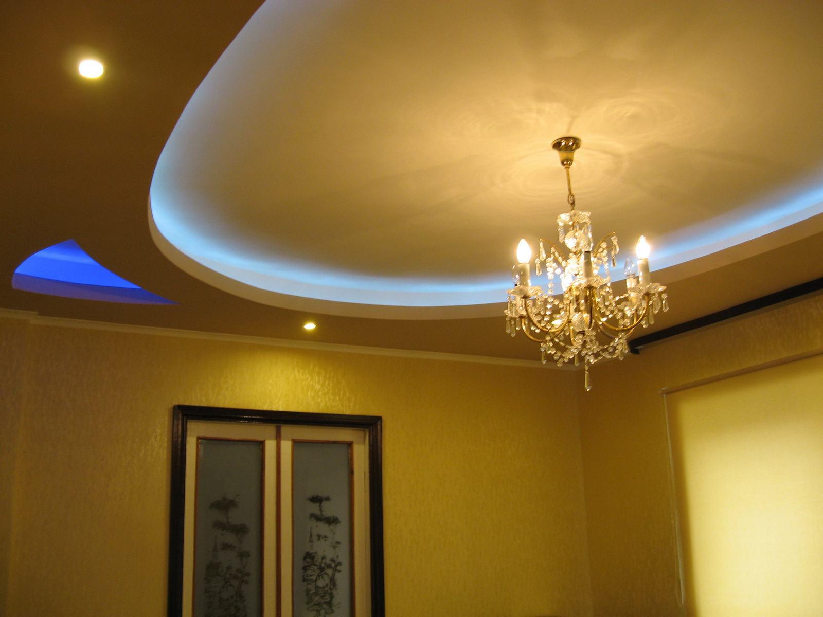 Разница, что лучше и дешевле – натяжной или подвесной потолок
