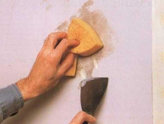 Как клеить обои в новостройке: можно ли это делать, какие покрытия выбрать, стоит ли использовать тонкие материалы?