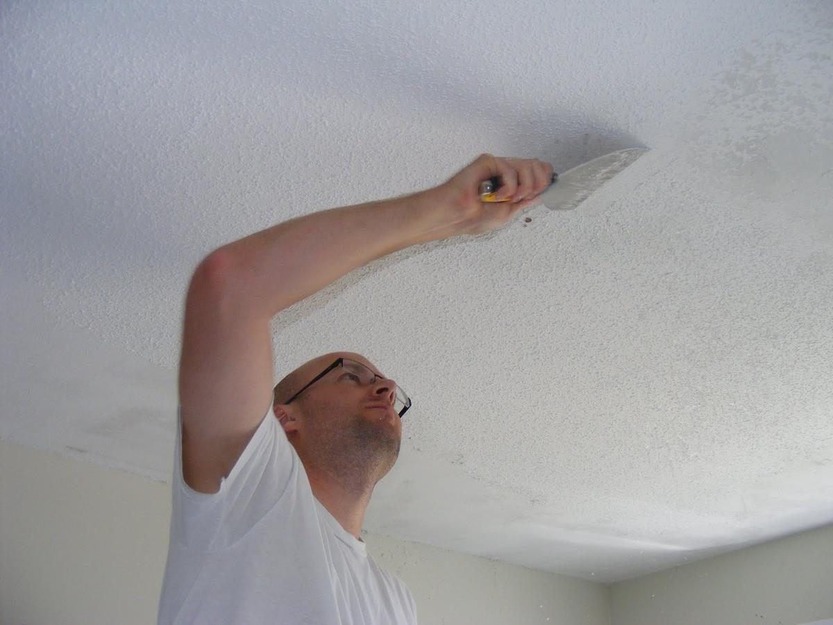 Побелка потолка водоэмульсионной краской: информация, как нанести средство своими руками после ремонта, о подготовке к первому слою и повторном процессе