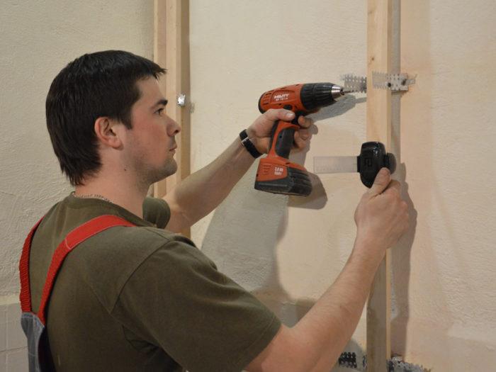 Как приклеить пвх панели на потолок и видео крепления