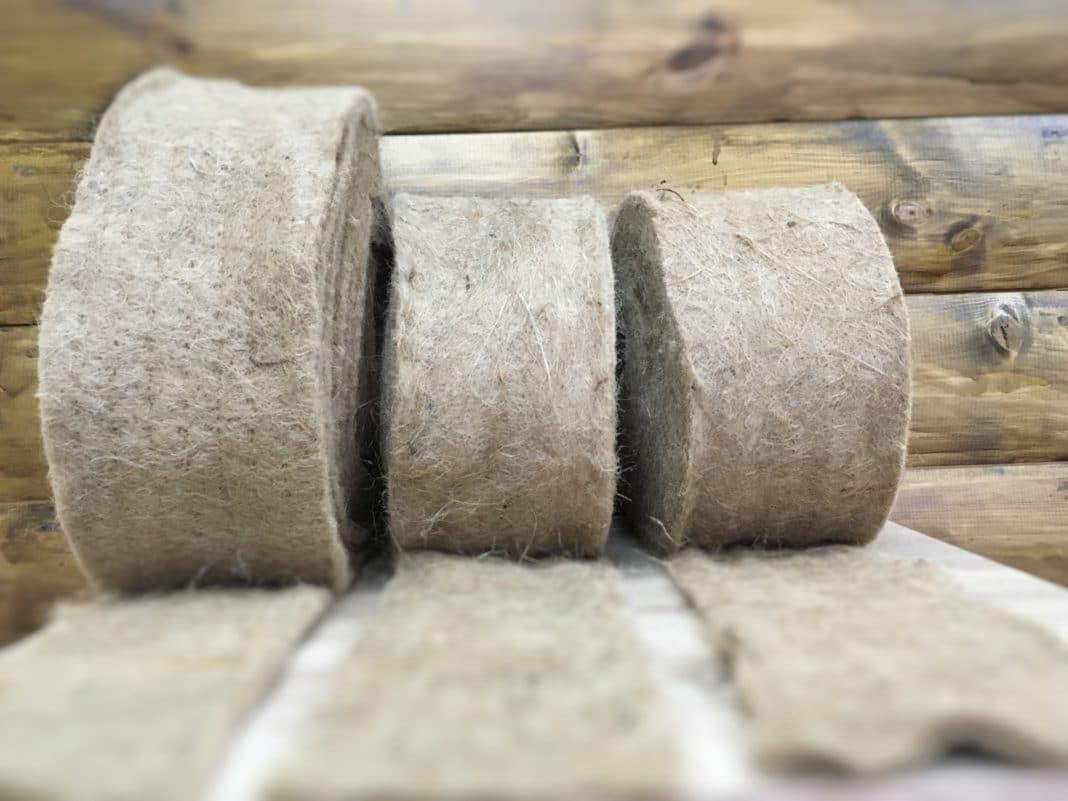Как выбрать межвенцовый утеплитель для дома из бруса или бревна