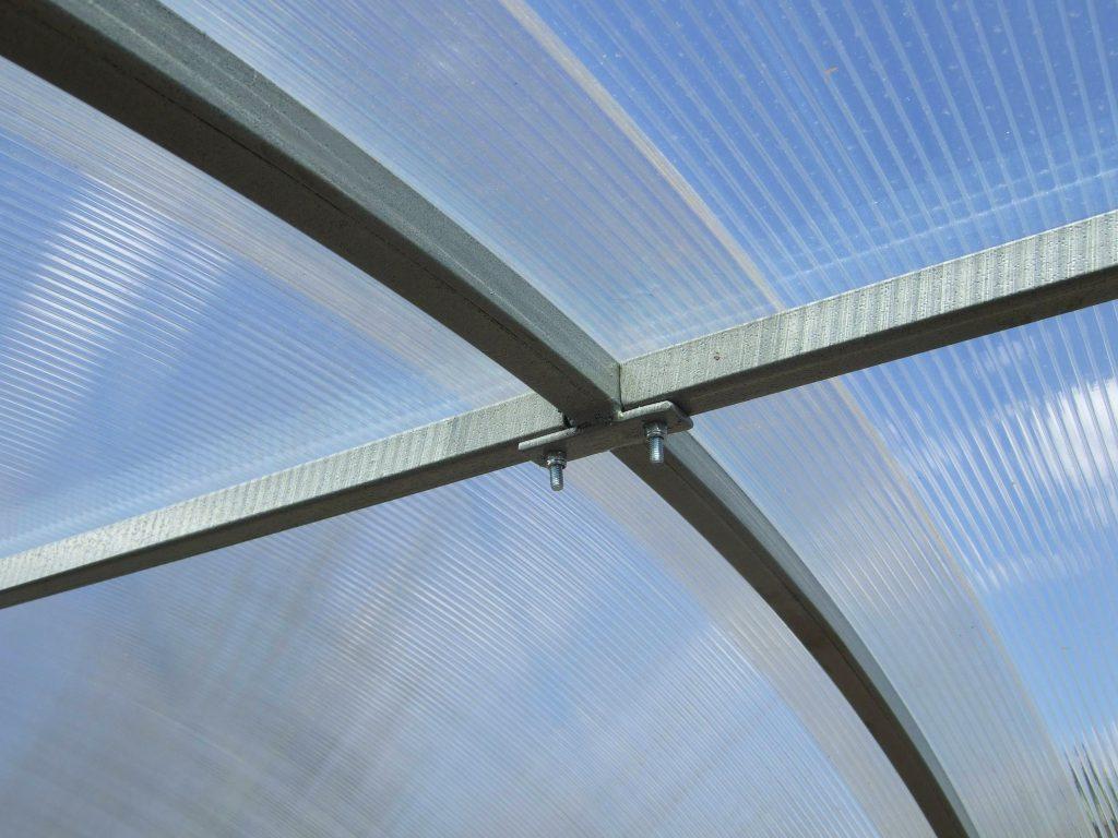 Поликарбонат для теплиц: какой лучше, размеры, толщина, плотность