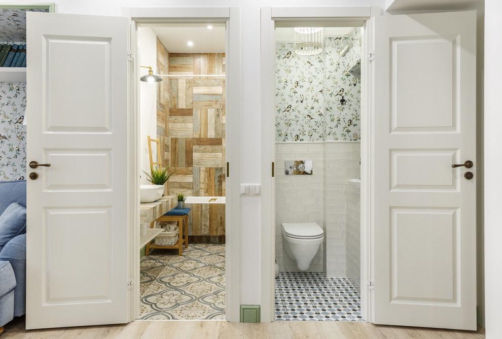 Двери для туалета и ванной (70 фото): пластиковые и стеклянные влагостойкие модели в ванную комнату, установка конструкций в срезанный угол санузла, размеры дверного полотна