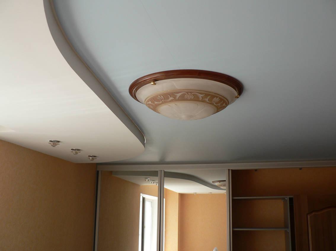 Что лучше натяжные потолки или подвесные: 4 особенности