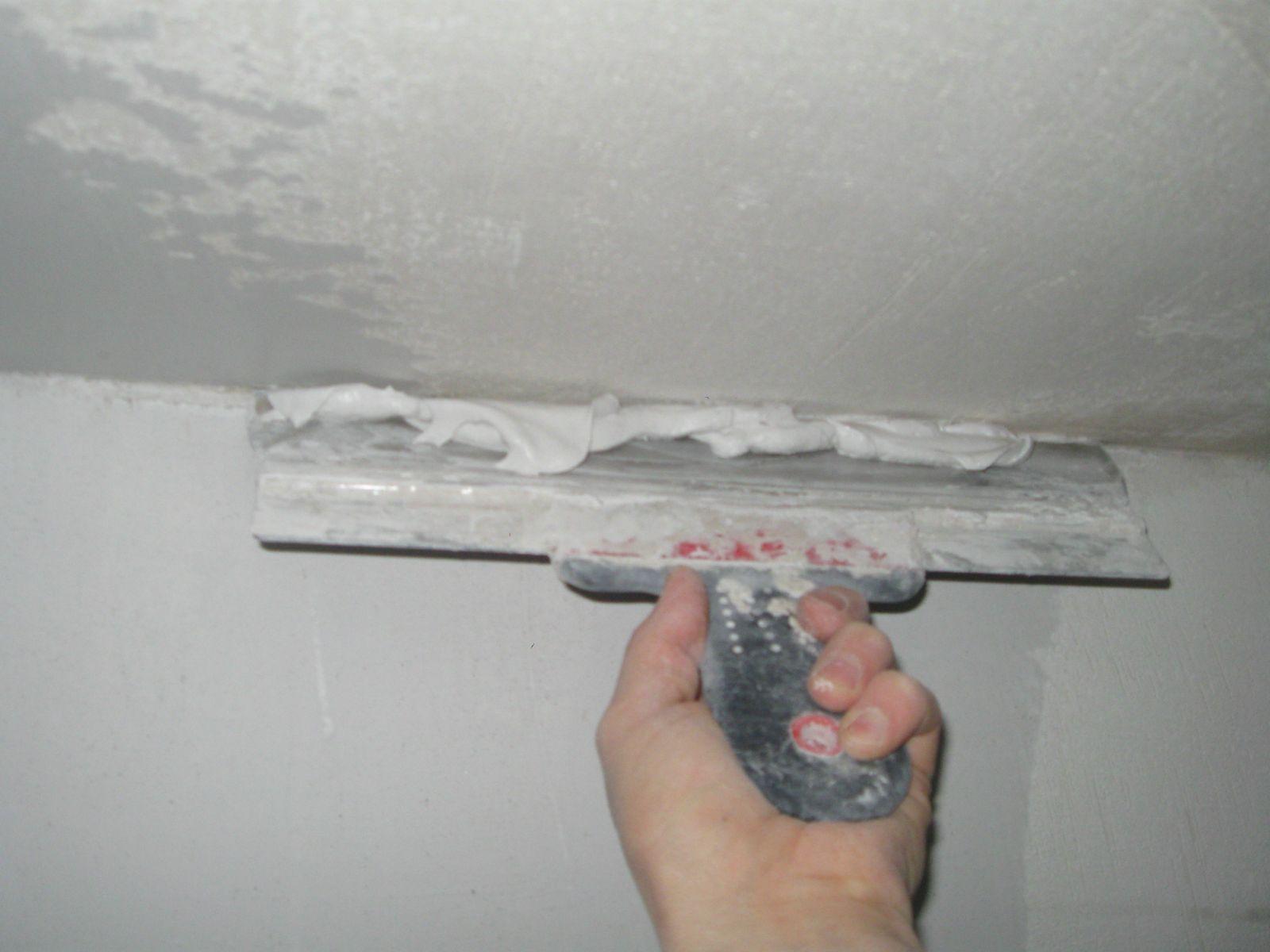 Какая шпатлевка для потолка лучше – виды шпаклевки, преимущества и недостатки, правила нанесения