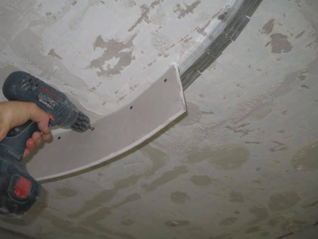 Как согнуть гипсокартон: как загнуть изделие полукругом, как гнуть материал в  домашних условиях, как правильно изогнуть лист