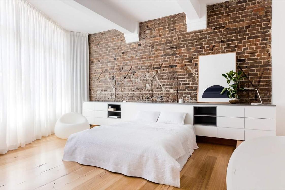 Кирпичная стена в интерьере жилых помещений