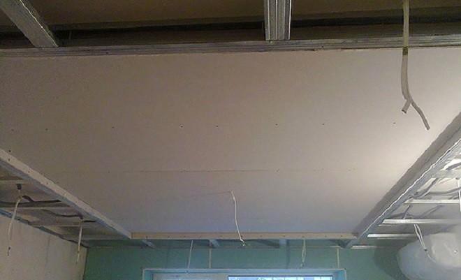 Как сделать двухуровневый потолок с подсветкой – простое решение