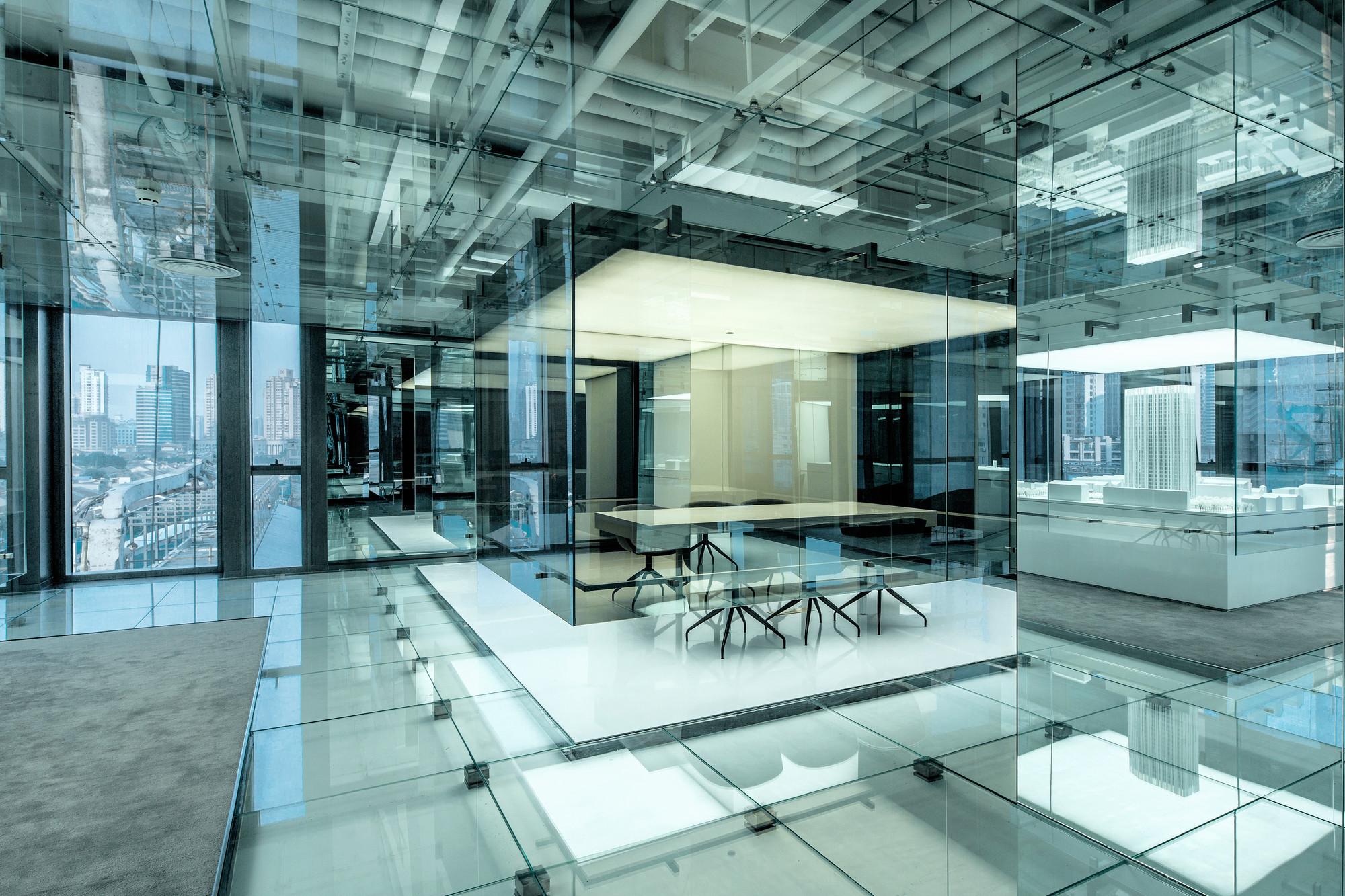 Применение стекла в современном дизайне интерьеров