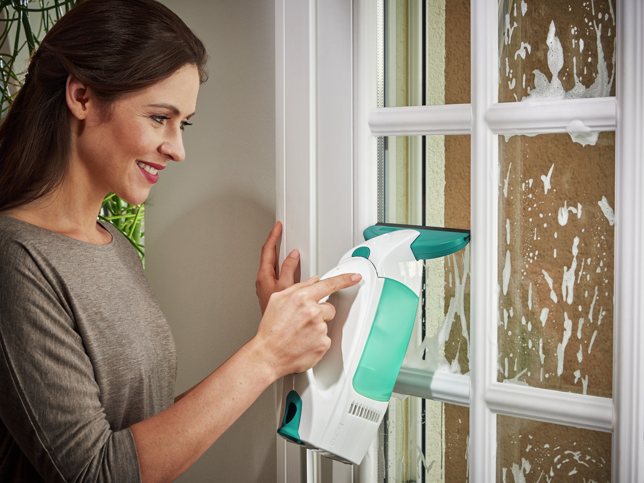 Чем лучше помыть пластиковое окно дома