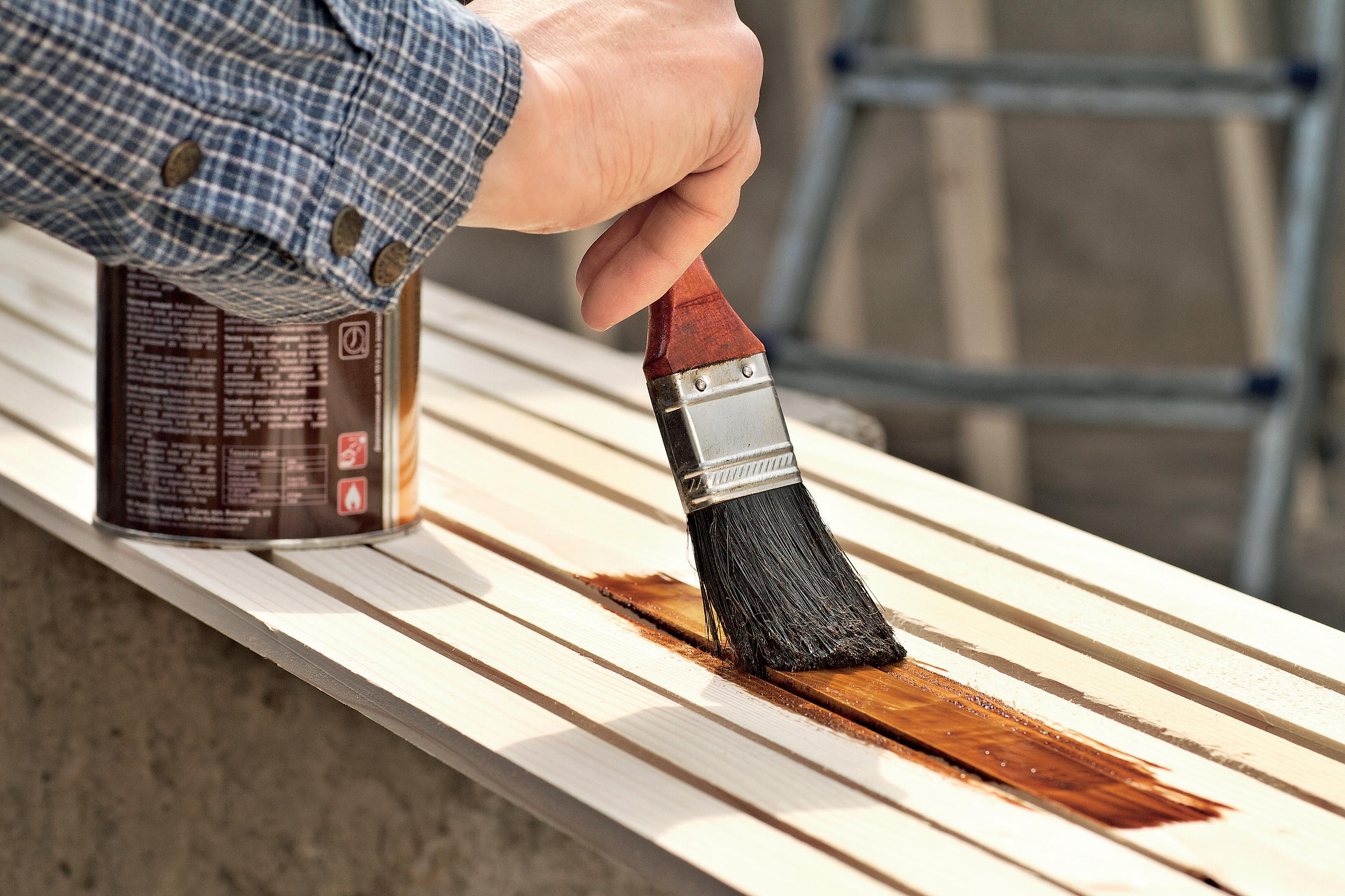 Какой лак лучше подходит мебели из дерева
