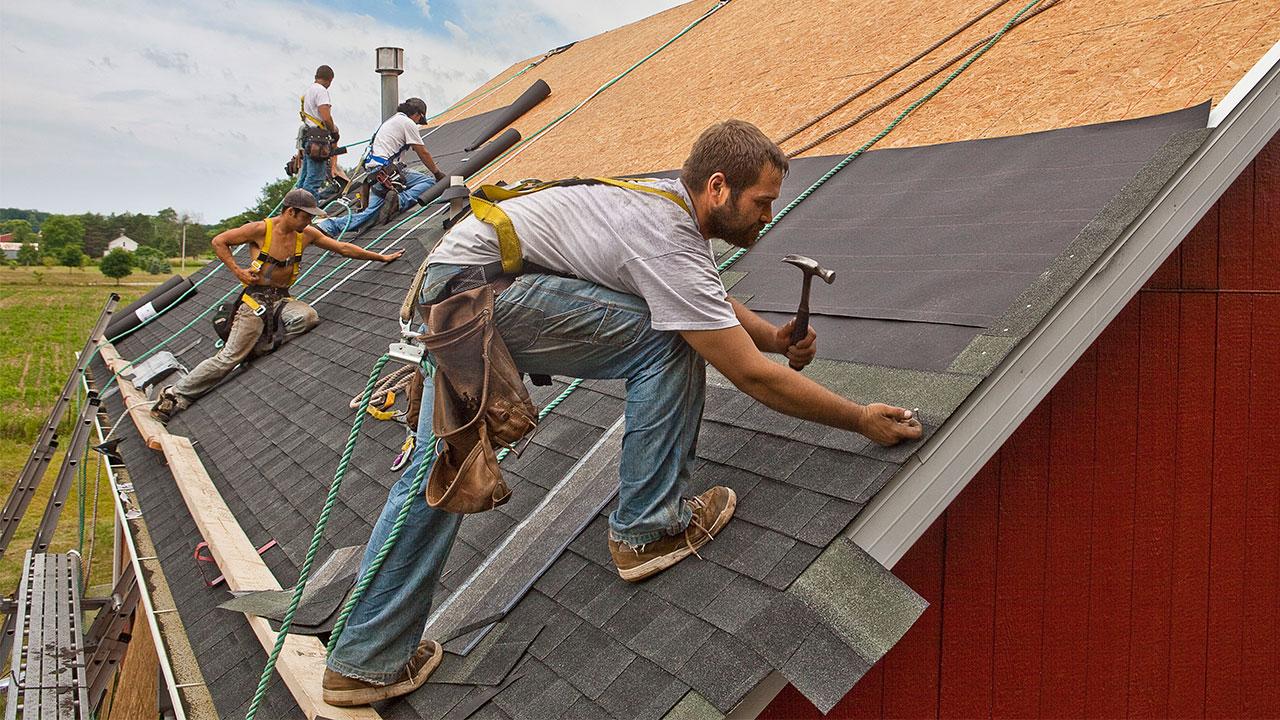 Чем, недорого и качественно, покрыть крышу дома