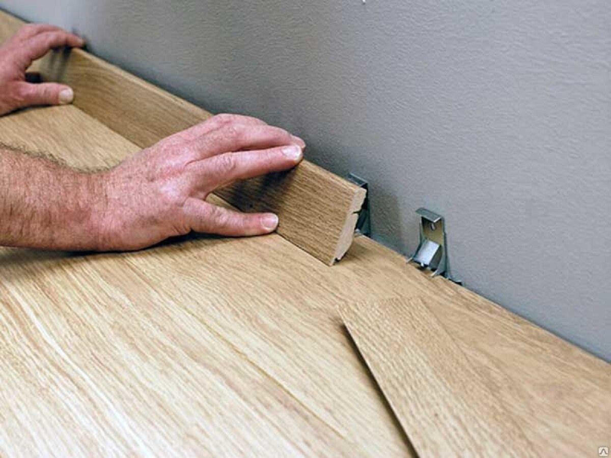 Как крепить плинтус: особенности крепления плинтуса из мдф, дерева и пластика
