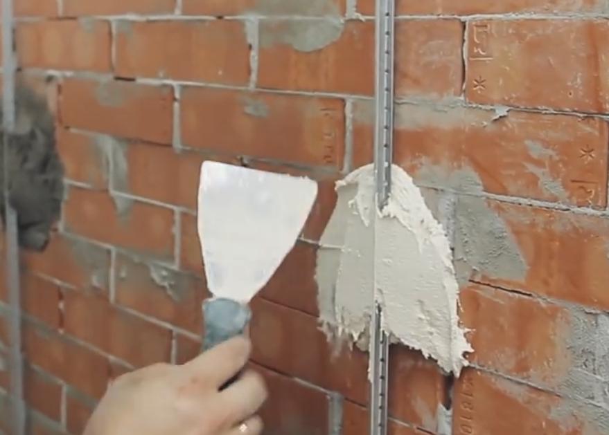 Выравнивание стен в квартире штукатуркой или гипсом что лучше для стен