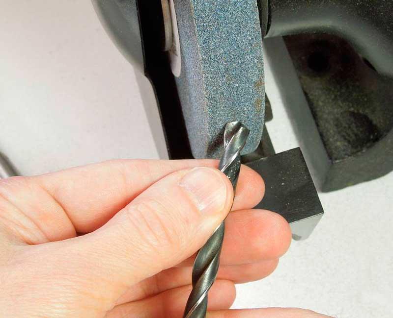 Как правильно затачивать сверла по металлу?