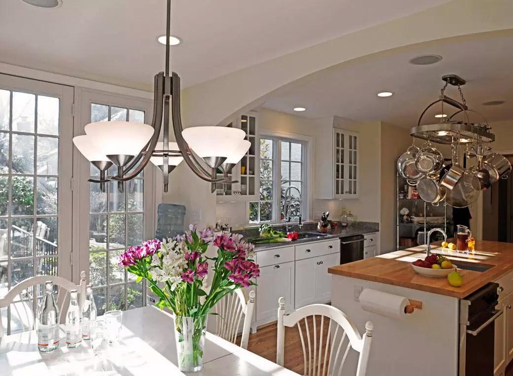 Современные люстры на кухню 2020 (58 фото): стиль для маленькой кухни