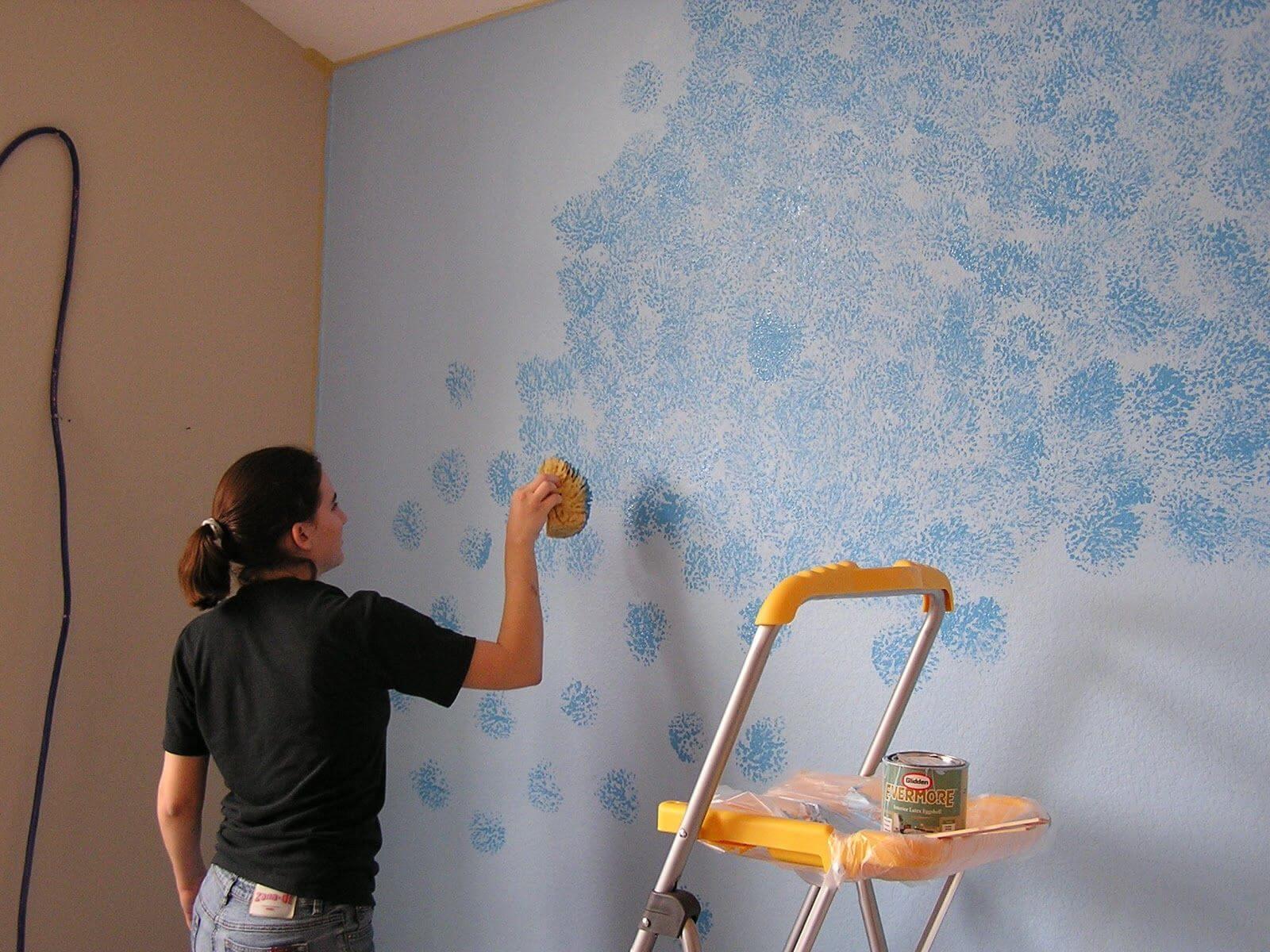 Как покрасить стены в квартире своими руками правильно: можно ли самому покрыть бетонную поверхность, а также лучший водоэмульсионный состав и красивые фото