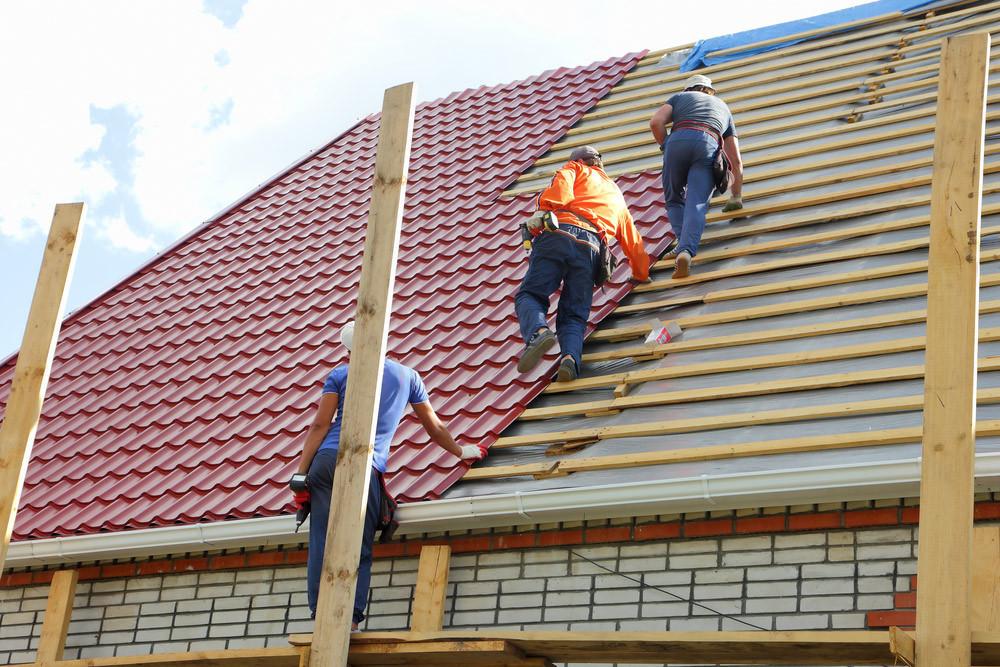 Мягкая кровля и мауэрлаты: как ремонтируют крыши московских домов