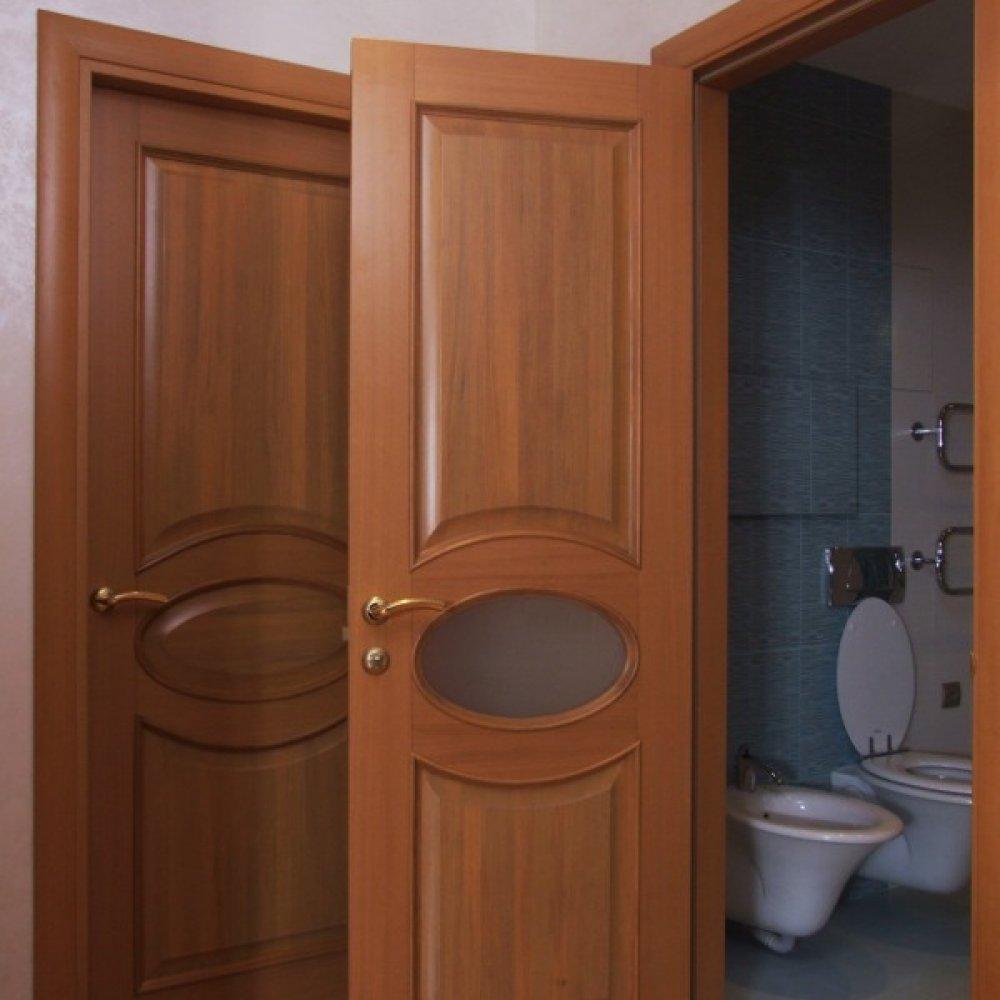Двери для ванной и туалета: какие выбрать