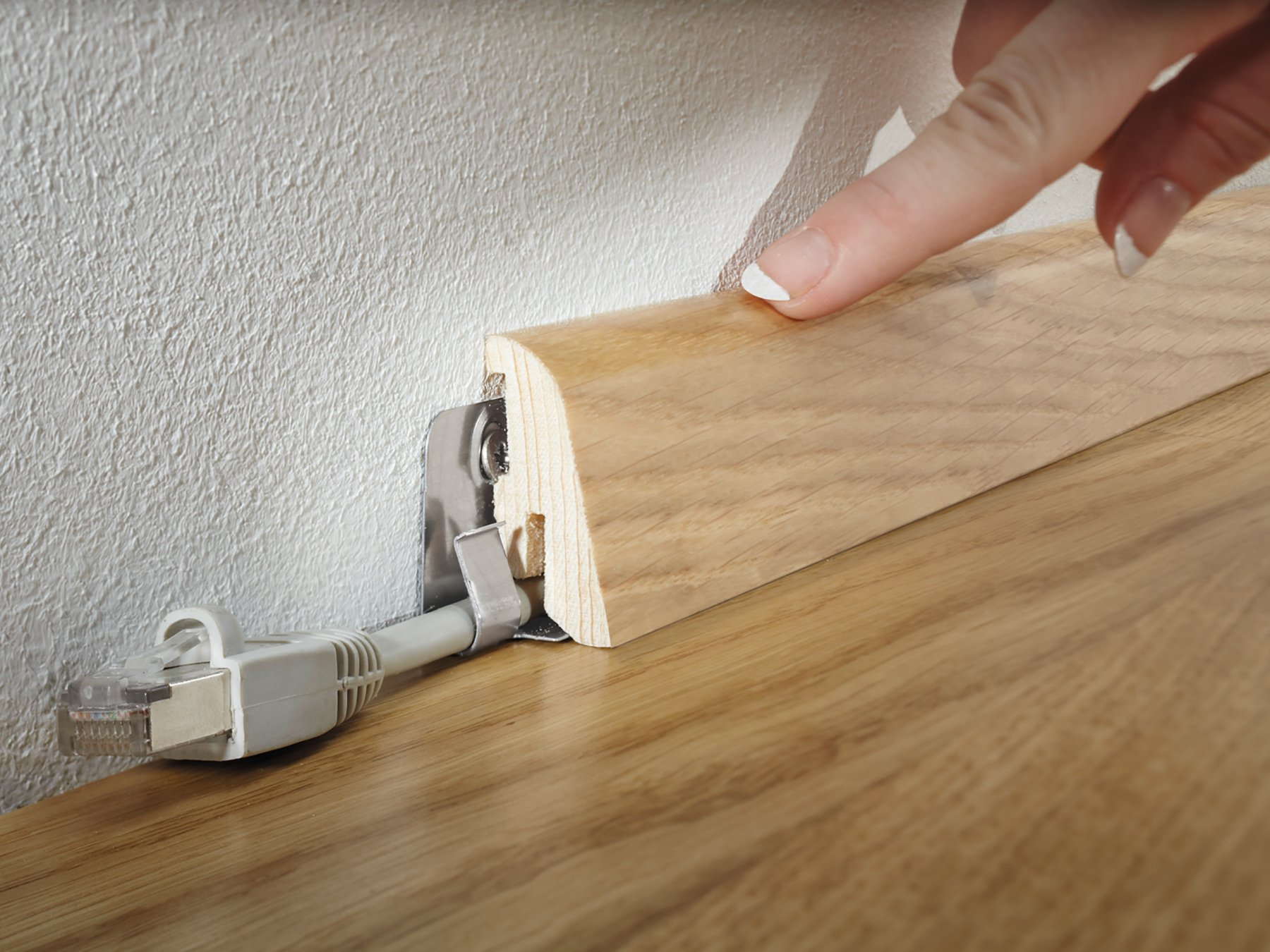 Как установить плинтус на пол. основные нюансы монтажа.