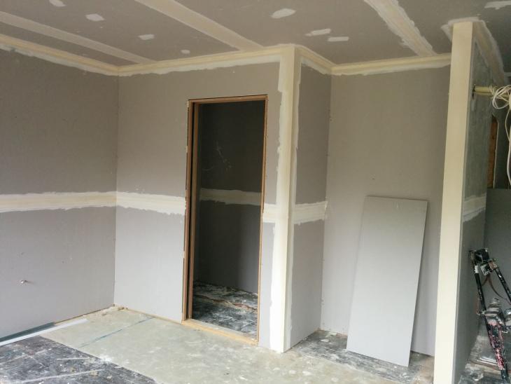 Гипсокартон или штукатурка: что лучше выбрать для внутренней отделки стен